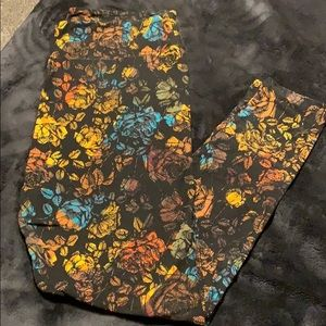 Lularoe Black floral print leggings TC2